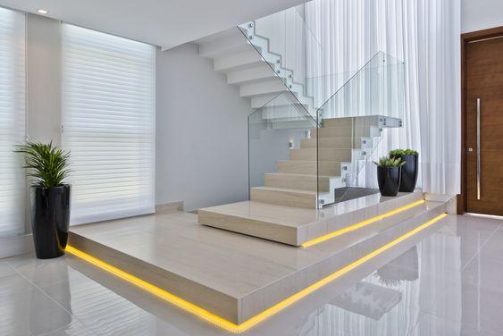 escada em u corrimão de vidro