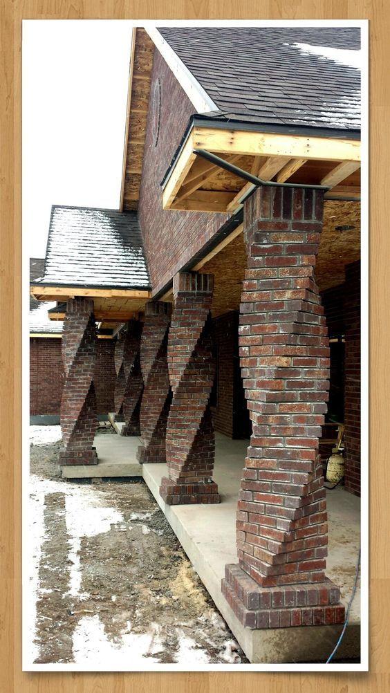 casa com pilar de tijolo espiral