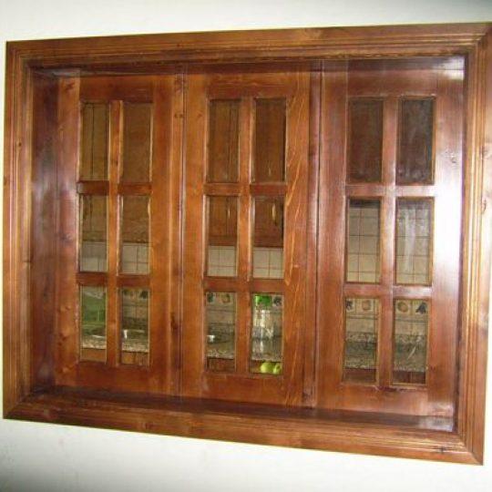 colocar vidro em janela de madeira
