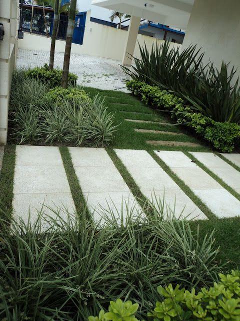Calçadas de casas com grama