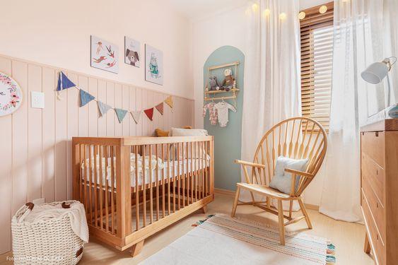 Quarto de bebê pequeno simples e barato- Móveis de madeira