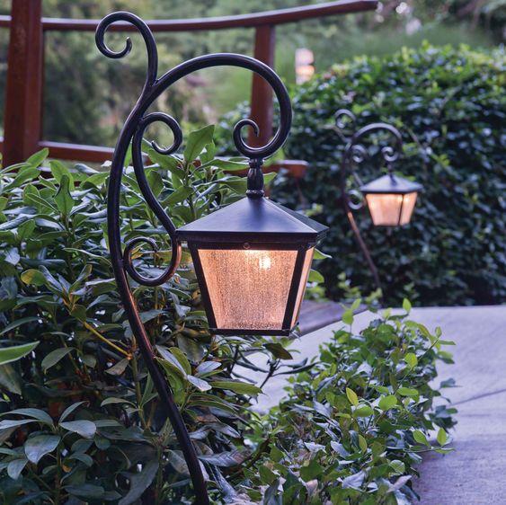luminária solar para jardim