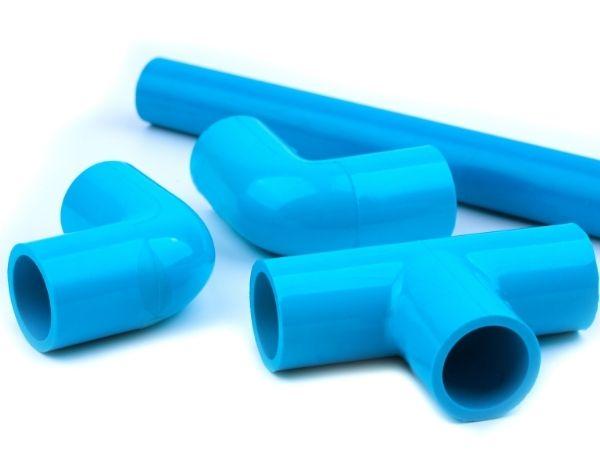 Abraçadeiras plásticas para tubos